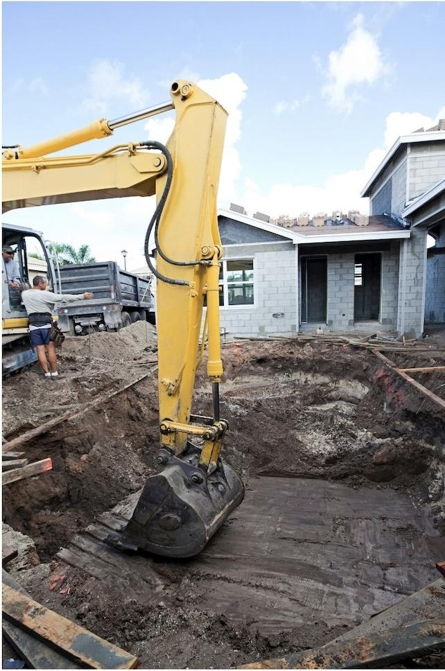 Acotación del terreno y excavacion de la piscina Ferros La Pobla